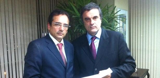 O ex-delegado Protógenes Queiroz ao lado de José Eduardo Cardozo (dir.)