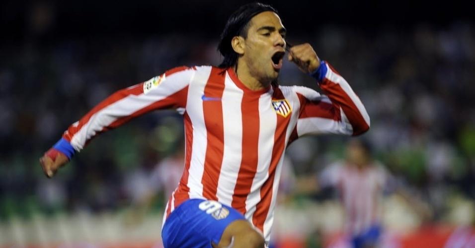 Falcao García comemora gol marcado pelo Atlético de Madri contra o Betis, pelo Campeonato Espanhol