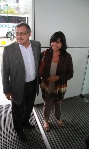 Marcelo Huck, pai de Luciano Huck, e a mulher, Sheila Grinberg, visitaram Angélica na maternidade, no Rio (26/9/12)
