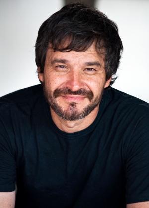 O cartunista Adão Iturrusgarai em imagem da biografia - Divulgação