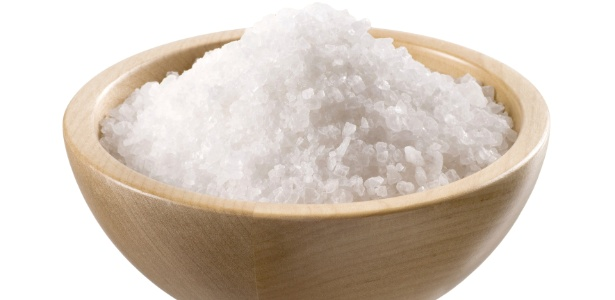 Apesar da extração do sal marinho ser distinta em relação ao refinado, ambos apresentam igual composição, podendo promover os mesmos efeitos fisiológicos