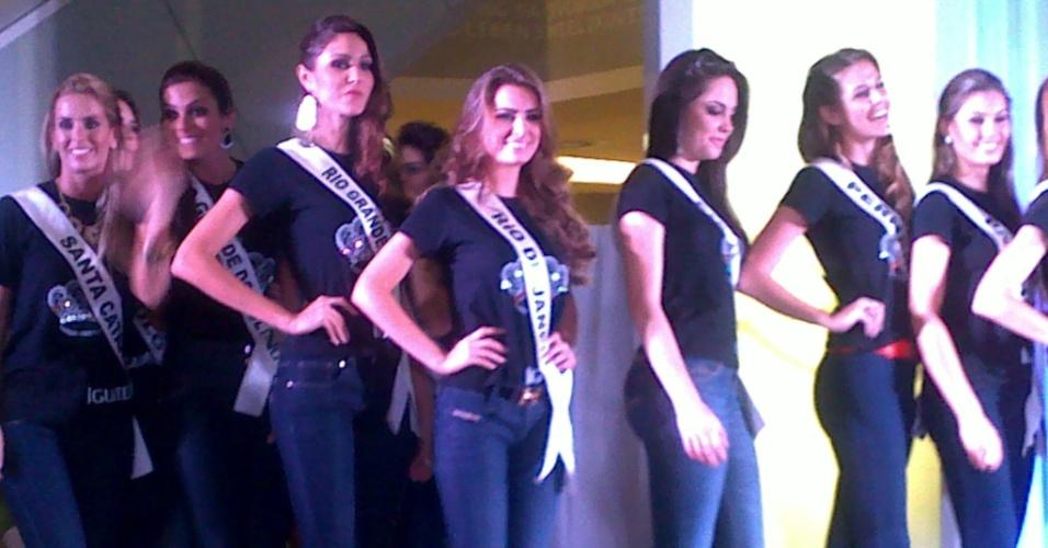 26.set.2012 - E as nossas meninas durante o desfile beneficiente em shopping de Fortaleza. Belas como sempre! Quem será que levará a coroa de Miss Brasil de 2012, ein, ein?!
