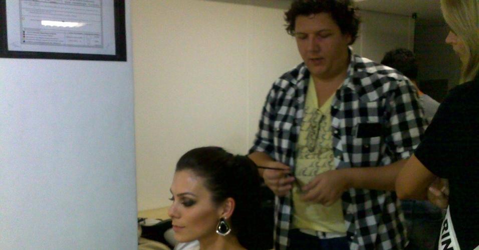 26.set.2012 - Uma das nossas belezuras momentos antes de um desfile beneficente para crianças com câncer num shopping de Fortaleza, cidade onde acontece o Miss Brasil 2012!