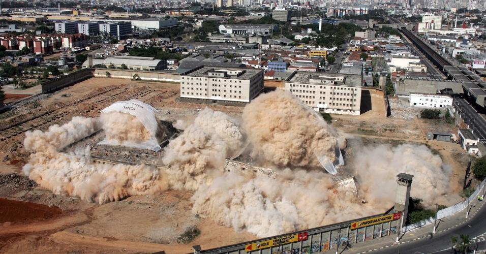 Pavilhões da Casa de Detenção de São Paulo, no Carandiru, foram implodidos em 2002 para dar espaço ao Parque da Juventude. O Tribunal de Justiça de São Paulo marcou o julgamento do caso para o dia 28 de janeiro de 2013, quando 28 réus serão julgados sobre a ação policial que resultou em 111 mortes