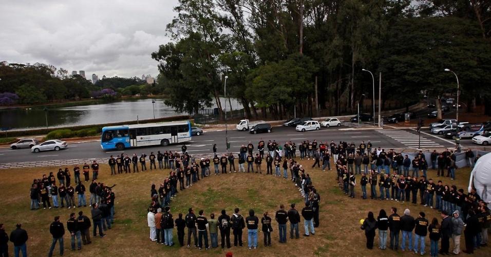 27.set.2012 - Policiais federais em greve formam a sigla