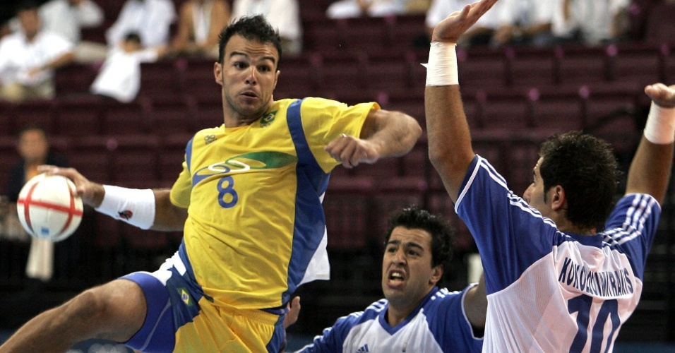 Bruno Souza em ação nos Jogos Olímpicos de Atenas-2004, contra a Grécia