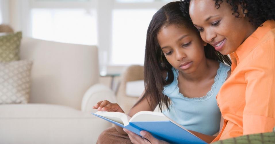 criança, mãe, leitura