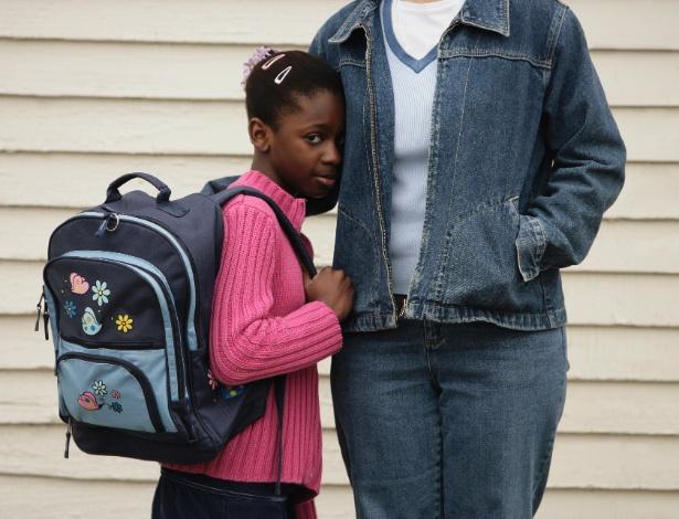Incentive a criança tímida a dar sua opinião sobre situações do dia a dia - Thinkstock