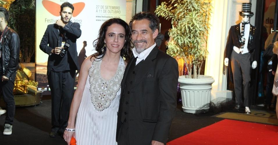 """O casal Sílvia Buarque e Chico Diaz prestigiou a première do filme """"Gonzaga - De Pai para Filho"""" que abriu o Festival do Rio nesta quinta, no Cine Odeon, centro da cidade (27/9/12)"""