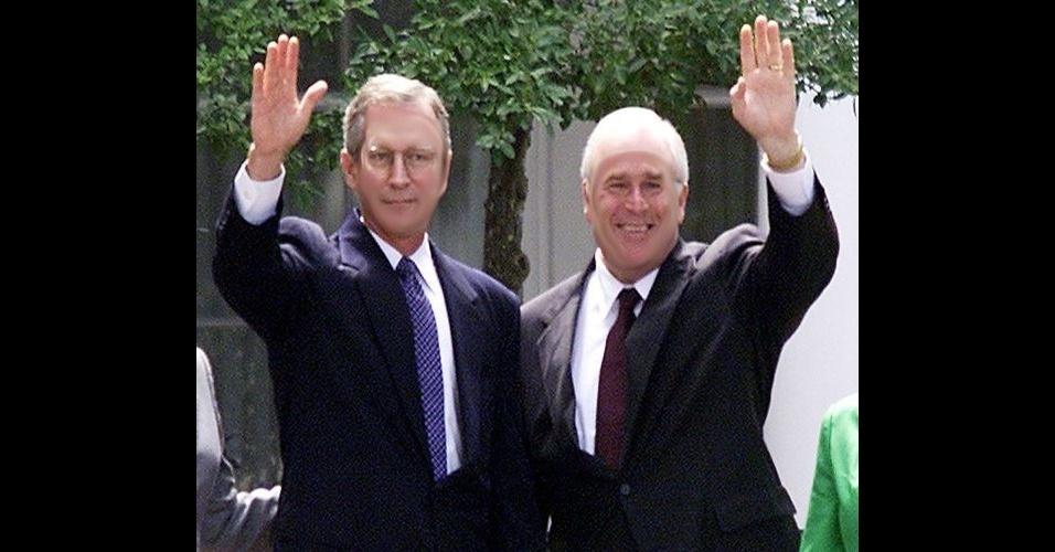 """O site """"BuzzFeed"""" reuniu fotos de celebridades que foram alteradas por usuários e publicadas no fórum """"SomethingAwful"""". As pessoas nas fotos tiveram os rostos invertidos entre elas, causando um efeito estranho. Na foto, o ex-presidente americano George W. Bush e seu vice Richard Cheney"""