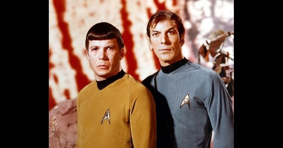 """O site """"BuzzFeed"""" reuniu fotos de celebridades que foram alteradas por usuários e publicadas no fórum """"SomethingAwful"""". As pessoas nas fotos tiveram os rostos invertidos entre elas, causando um efeito estranho. Na foto, atores da franquia """"Star Trek"""""""