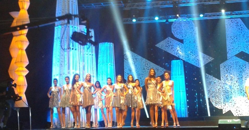 28.set.2012 - As candidatas à coroa de Miss Brasil 2012 ensaiaram todas as etapas do concurso que será realizado neste sábado, em Fortaleza