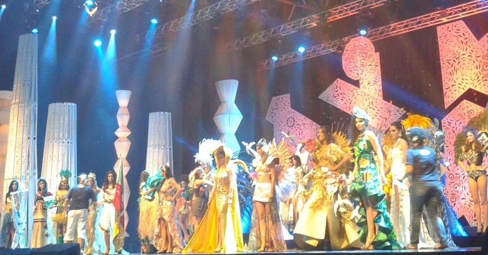 28.set.2012 - Candidatas ao título de Miss Brasil 2012 desfilam com trajes típicos de seus respectivos Estados, em Fortaleza (Ceará). Final será decidida no sábado (29)