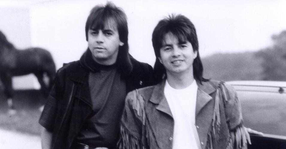 """Chitãozinho e Xororó na década de 1980. """"Fio de Cabelo"""", um dos primeiros sucessos da dupla, foi lançado em 1982"""