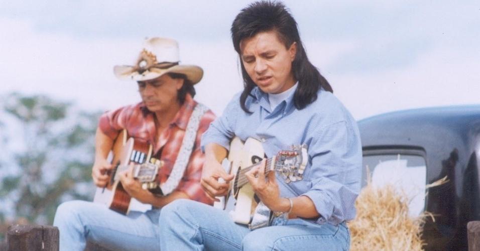 Chitaõzonho e Xororó na década de 1990. O corte de cabelo foi muito imitado pelos fãs