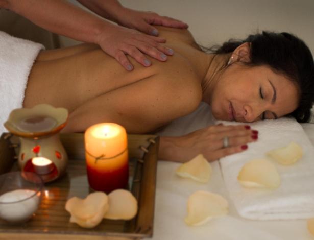 Flores e pétalas são usadas em massagem de primavera, como a Flower Massage, no Donne Spa Leblon - Divulgação