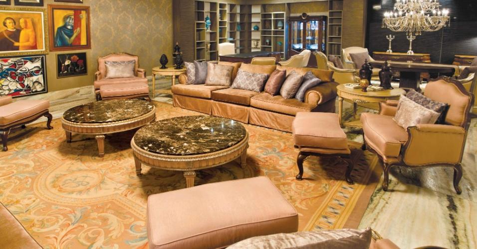 O arquiteto Alexandre Milhomem assina o Studio Luxo, com 98 m².  No espaço, luminárias em bronze banhadas a ouro 18 k, lustre de cristal africano e mobiliário com talhado artesanal. A Casa Cor Brasília fica aberta ao público de 29 de setembro a 06 de novembro de 2012
