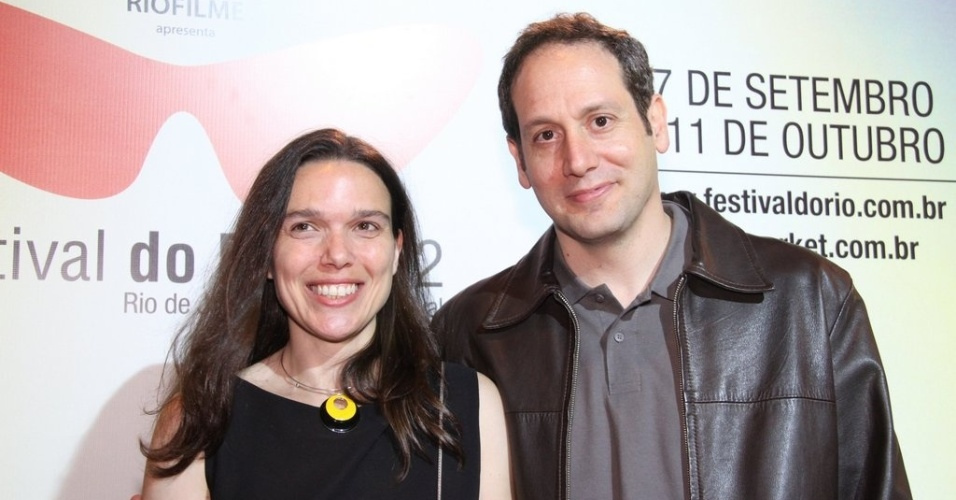 """O diretor Philippe Barcinski com a esposa na exibição de seu filme """"Entre Vales"""", no Cine Odeon BR, Rio de Janeiro (28/9/12)"""