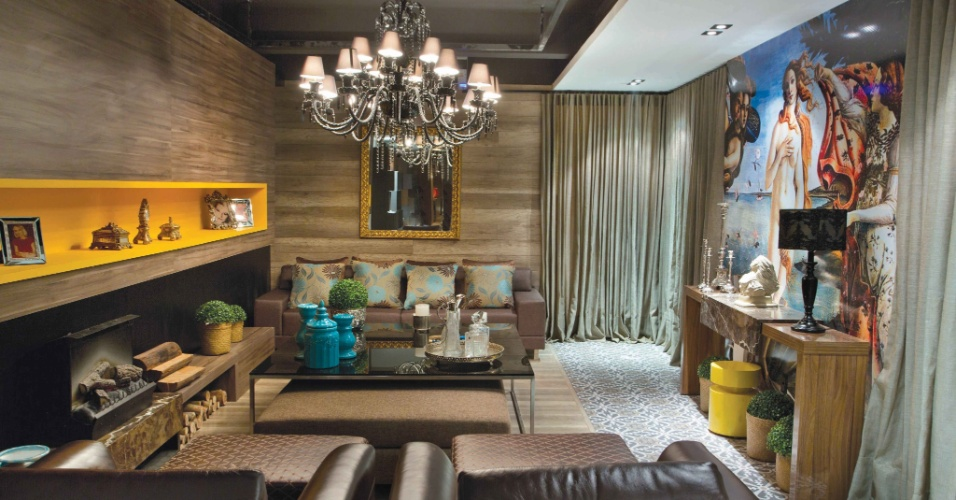 Projetada pela arquiteta Circe Milano e pela designer de interiores Lívia Ribeiro, a Sala Íntima conta com 64 m², lareira e uma imensa reprodução do quado