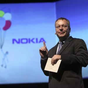 Stephen Elop, diretor-executivo da Nokia, fala com jornalistas em evento da fabricante finlandesa realizado em Londres