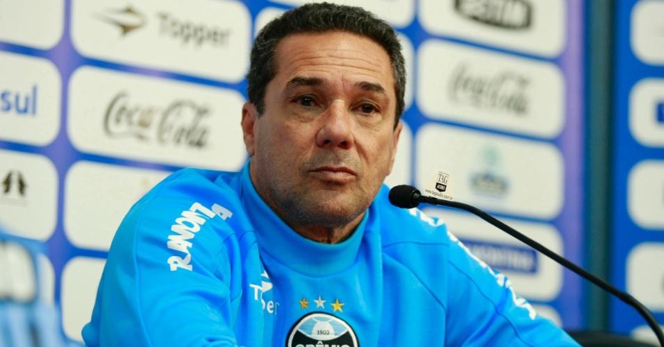 Vanderlei Luxemburgo, técnico do Grêmio, concede entrevistas no Olímpico (28/09/2012)