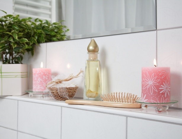 No banheiro, o perfume das decorativas velas aromáticas pode facilitar o relaxamento - Getty Images