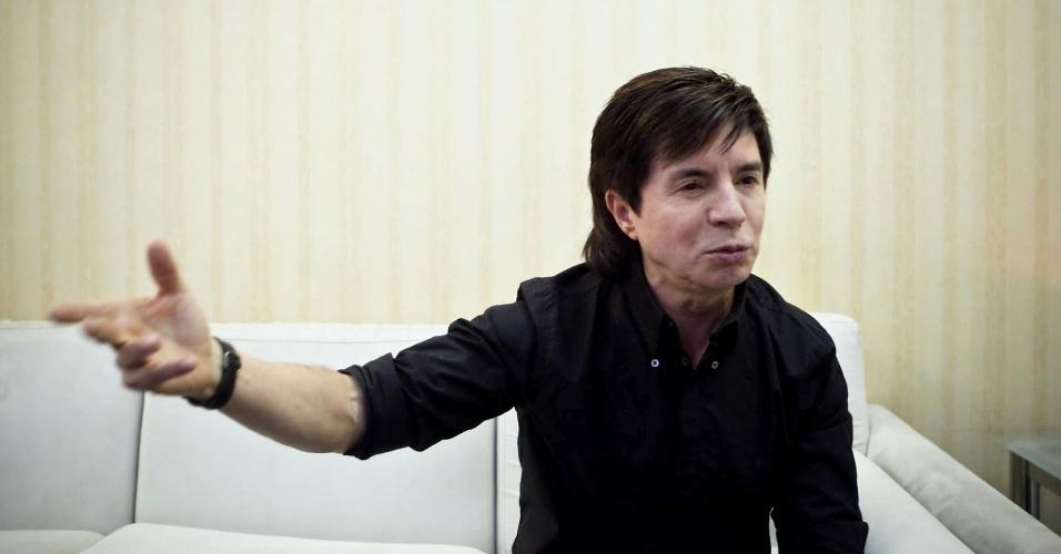 Xororó diz em entrevista ao UOL que, a cada dois meses, viaja para fora do país para conhecer lugares novos (25/9/12)