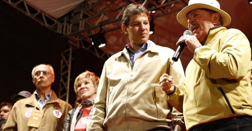 29.set.2012 - Lula participa de comício de Fernando Haddad, candidato do PT à Prefeitura de São Paulo, em Cidade Tiradentes, na zona leste