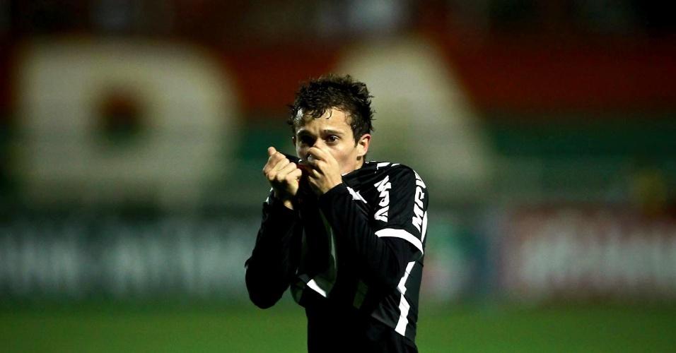 Bernard comemora gol do Atlético-MG contra a Portuguesa, no Canindé (29/09/2012)