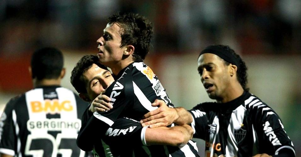 Bernard marcou o único gol do Atlético-MG no empate com a Portuguesa (29/09/2012)