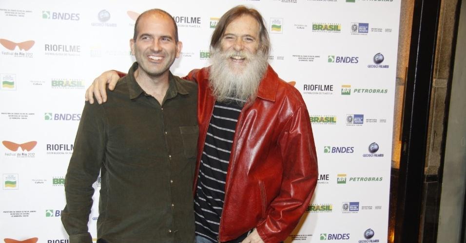 """O diretor Marcos Bernstein e o ator José de Abreu posam para fotos antes da exibição do filme """"Meu Pé de Laranja Lima"""" (29/9/12)"""