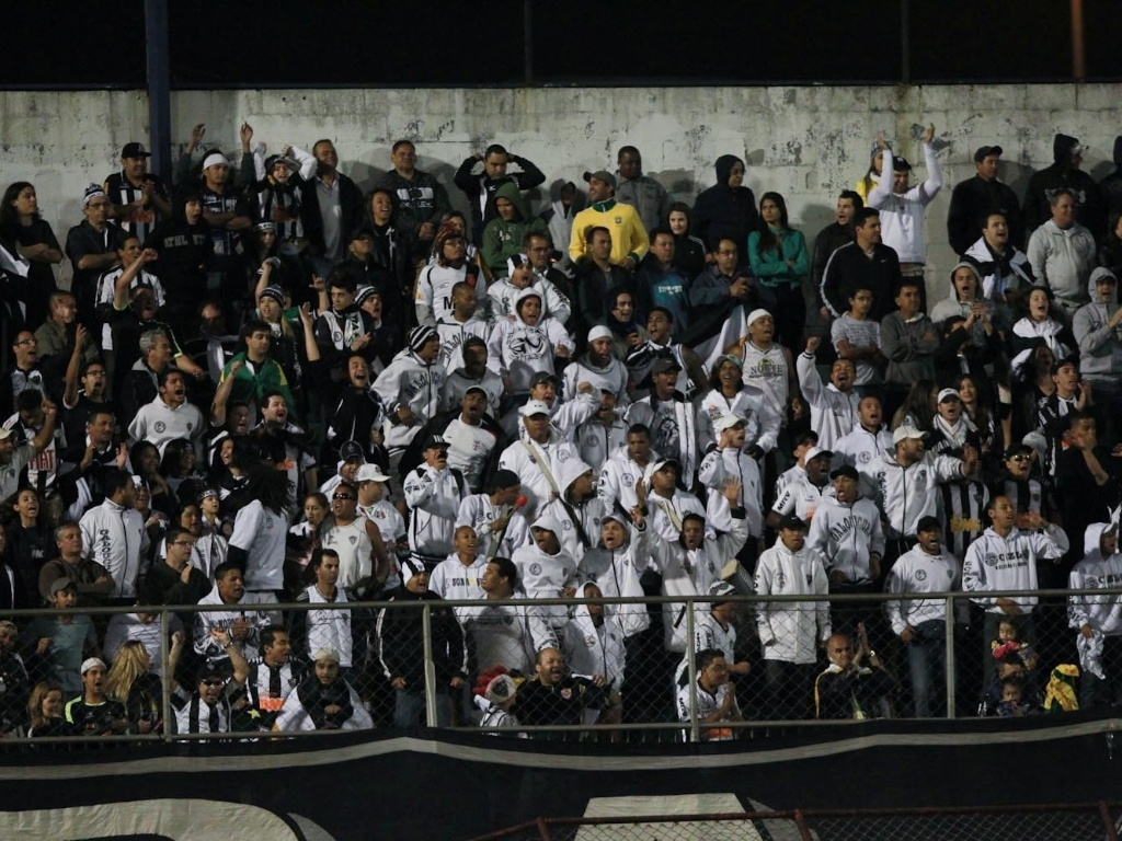 Torcedores do Atlético-MG foram ao Canindé ver o jogo contra a Portuguesa, em São Paulo (29/09/2012)