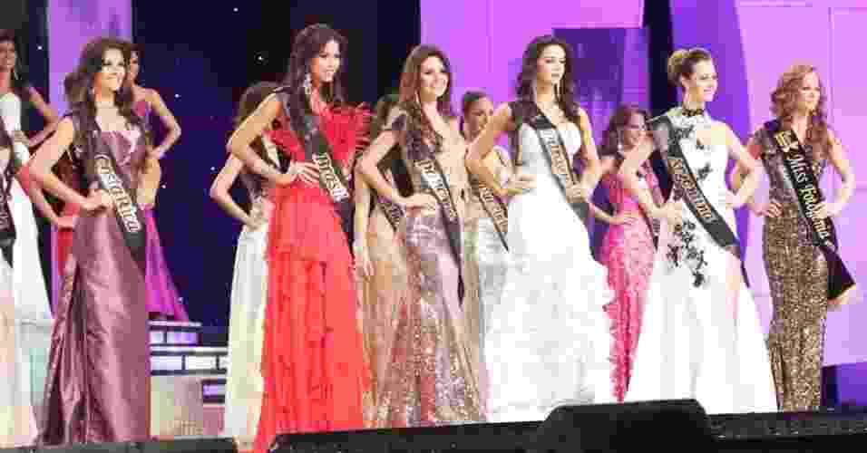 30.set.2012 - O concurso Miss Continente Americano foi realizado na noite de sábado (29), no Equador, com as belas representantes de países da América - Divulgação