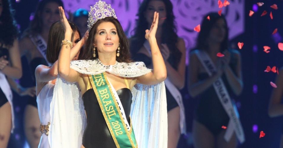 A vencedora do Miss Brasil 2012 é a gaúcha Gabriela Markus, 23 anos, 1,80 m. Ela agradece aos céus após ser coroada