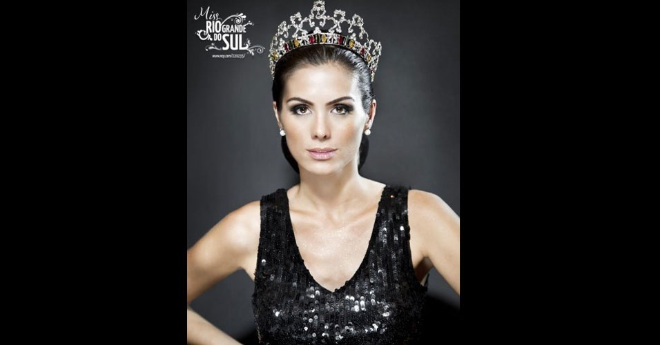 Gabriela Markus posa em foto oficial após vencer o Miss Rio Grande do Sul 2012... Mal imaginava ela que iria ser coroada a nova Miss Brasil. A gaúcha vai representar o país no Miss Universo 2012