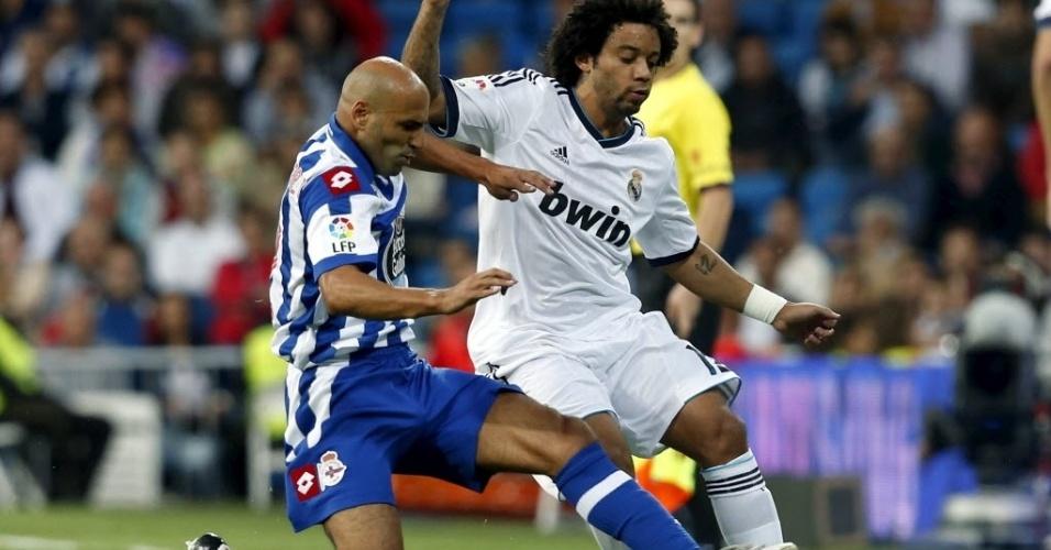 Lateral brasileiro Marcelo encara marcação de Manuel Pablo durante jogo entre Real Madrid e La Coruña