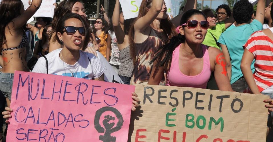 Mulheres participam da Marcha das Vadias, em Santos (SP)