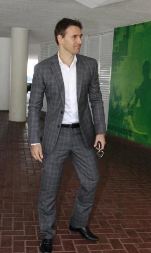 O ator Murilo Rosa chega no casamento da atriz Emanuelle Araújo (30/9/12)
