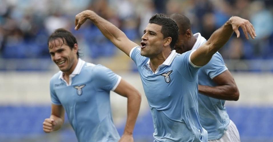 O brasileiro Ederson imita uma águia em comemoração da Lazio