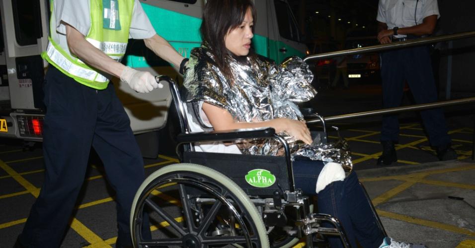 1º.out.2012 - Equipe médica atende vítimas da colisão entre duas embarcações nesta segunda-feira (1º), perto da ilha de Lamma, em Hong Kong (China). A polícia disse que havia cerca de cem pessoas nos dois barcos e imprensa local aponta ao menos oito pessoas mortas e cerca de 30 feridos