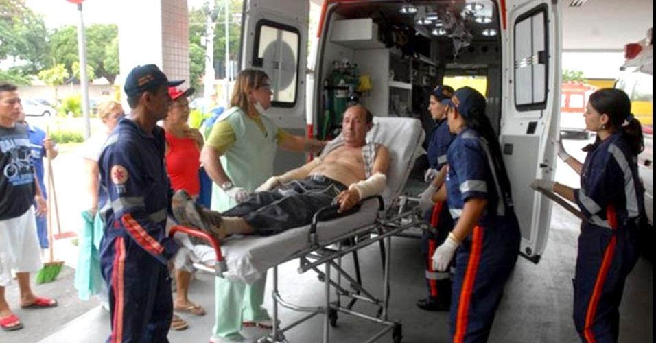 1°.out.2012 - Três pessoas ficaram feridas na explosão de um hidroavião na manhã desta segunda-feira na comunidade Aruaru (50 km de Manaus), no Amazonas.  O piloto,  o copiloto e um passageiro tiveram queimaduras de 3° grau e foram socorridas por um helicóptero da Força Aérea Brasileira (FAB). O acidente teria ocorrido por volta das 7 horas da manhã