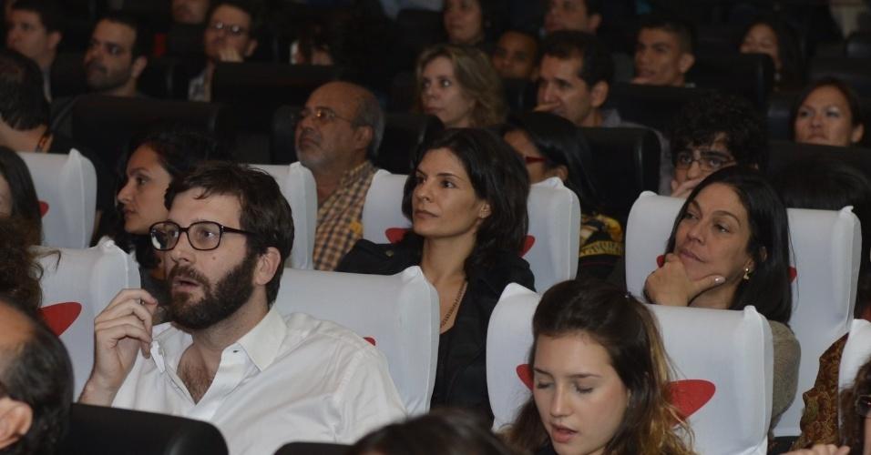 """A atriz Helena Ranaldi em sessão para convidados do filme """"Disparos"""", de Juliana Reis, na Mostra Competitiva do Festival do Rio, no Cine Odeon BR, Rio de Janeiro (1/10/9)"""