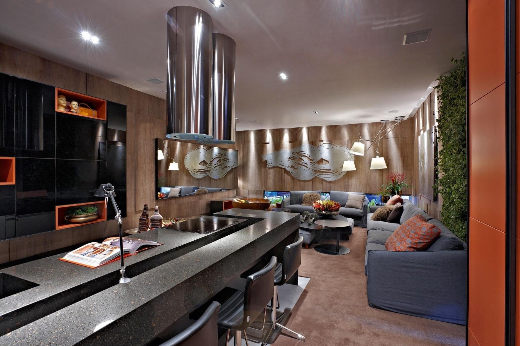 A arquiteta e designer de interiores Luciana Savassi projetou o Loft Gourmet. No ambientes, destaque para as luminárias Tolomeo que partem do teto em diversas direções. A Casa Cor MG fica em cartaz até 16 de outubro de 2012, em Belo Horizonte