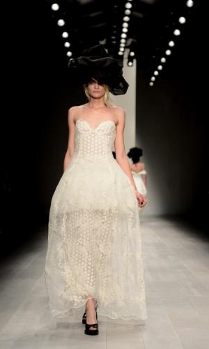 Desfile de John Rocha na semana de moda de Londres (15/09/2012)
