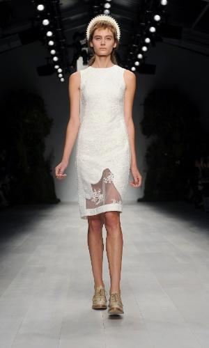 Desfile de Simone Rocha na semana de moda de Londres (18/09/2012)