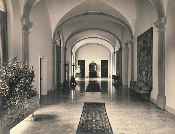 Foto da década de 1950 mostra vestíbulo do Solar Fábio Prado, hoje fall principal do MCB, em São Paulo - Acervo Fundação Crespi Prado/ Divulgação