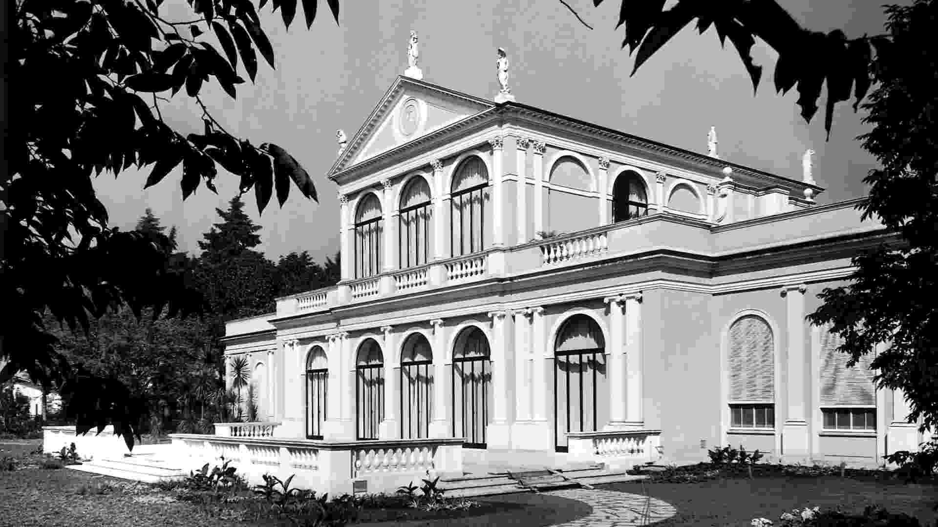 Foto registra a fachada do Solar Fábio Prado, na década de 1950, hoje sede do Museu da Casa Brasileira, em São Paulo - Acervo MCB/ Divulgação