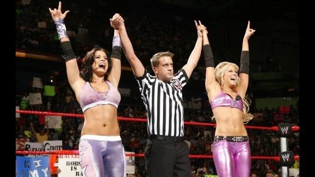 Graças a sua aparência, Candice Michelle ajuda na divulgação do WWE