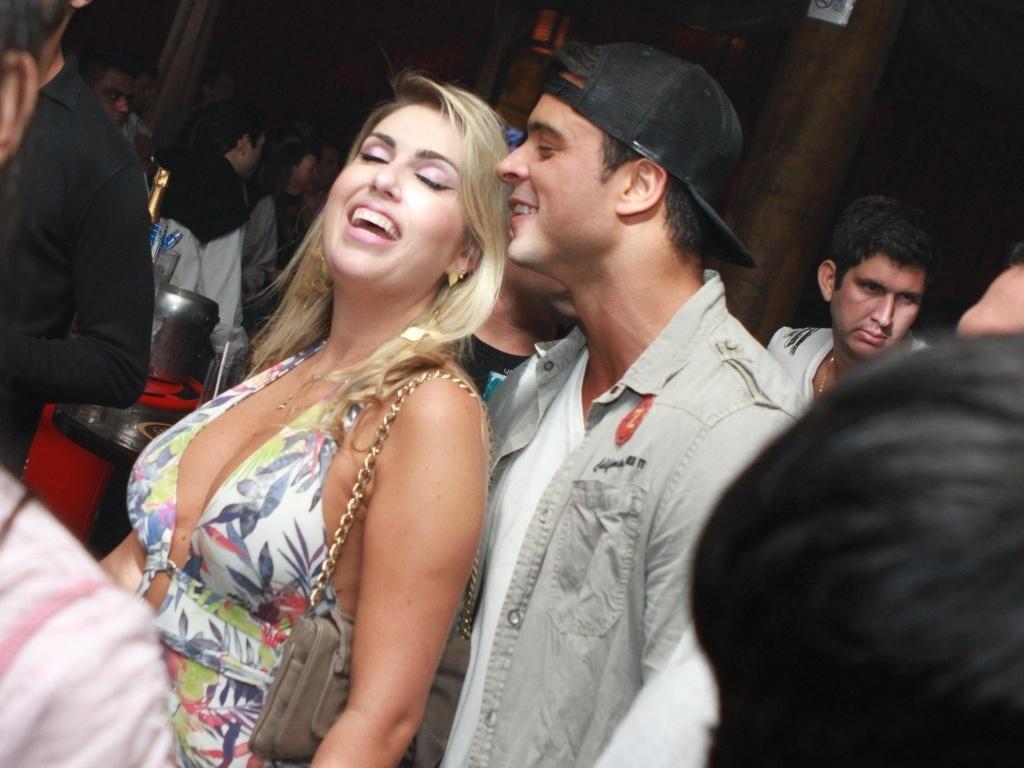 Gustavo Salyer aproveitou festa em casa noturna no Rio sem a namorada Nicole Bahls (30/9/12)
