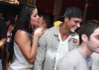 Gustavo Salyer troca beijos com loira em praia do Rio - AgNews